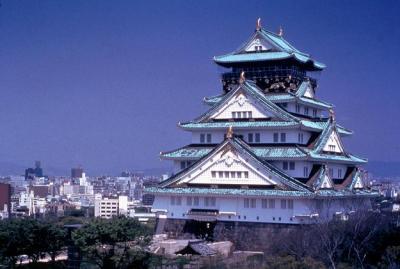 Замок в Осаке ночью