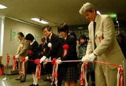 Воскресная церемония открытия выставки каллиграфии в Мемориальном музее мира, Хиросима