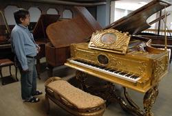 Коллекция редких старинных пианино ищет новый дом