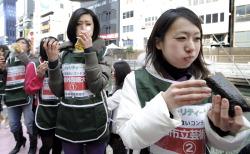В Осаке прошёл конкурс «Кто быстрее съест» среди девушек
