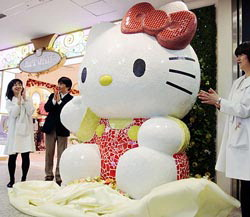 http://news.leit.ru/wp-content/uploads/2008/02/japan_big_hello_kitty_statue.jpg