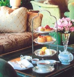 Послеобеденный чай с сакурой в ведущих отелях Токио