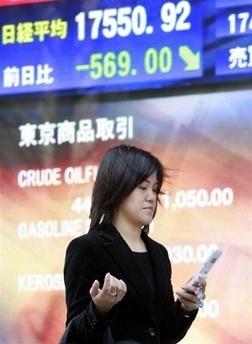 Почти половина японцев моется вместе с мобильными телефонами