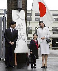 Японская принцесса Айко пошла в первый класс