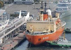Японский ледокол «Сирасэ» вернулся домой из своей последней экспедиции в Антарктику