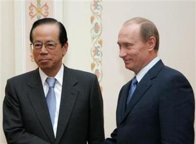 Премьер-министр Японии видит прогресс в переговорах по спорным островам после встречи с Медведевым