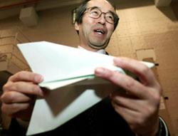 Японские учёные и мастера оригами надеются на возвращение бумажного кораблика из космоса