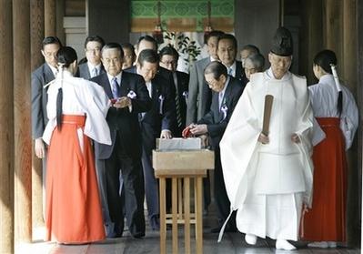Японские законодатели снова посетили Ясукуни