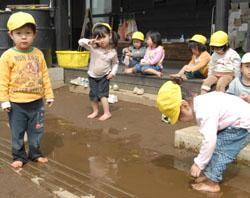 Японские детские сады с открытыми взглядами принимают инновационные подходы к воспитанию