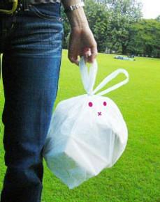 Японцы используют необычные мусорные пакеты