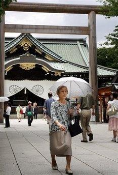 Японские законодатели посетили храм Ясукуни