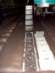 Выбрасываемые машинистами окурки привели к неприятностям в токийском метро
