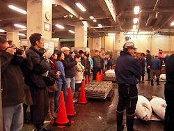 Иностранцам запретили появляться на рынке Цукидзи
