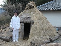 Сёго Касай рядом со своим детищем