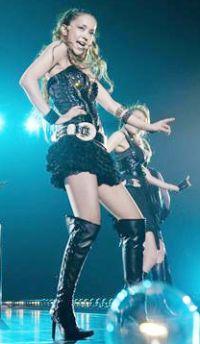 Намиэ Амуро во время концерта в Yokohama Arena