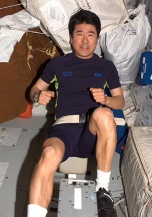 Такао Дои во время тренировок на МКС