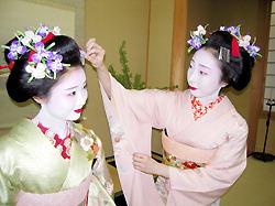 Кимидзиро (слева) и Кимицуру в японском ресторане Ёнэмура в Гиндзе
