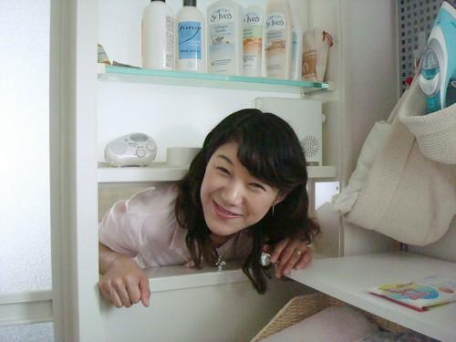 Готовая к худшему Нобуэ Кунидзаки в своём доме