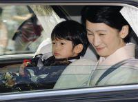 Принц Хисахито с матерью, принцессой Кико. 5-е сентября 2009 г.