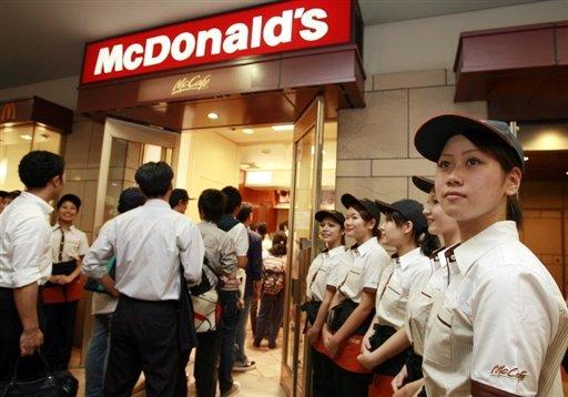 Один из ресторанов Макдоналдс в Токио