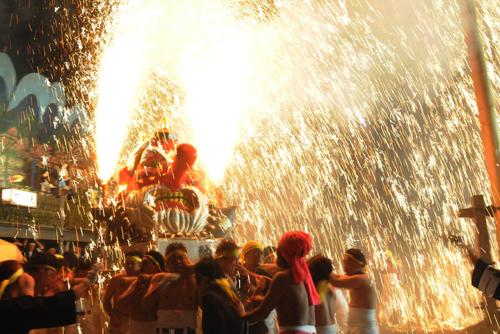 Огненный фестиваль района Курамаэ (Kuramae), Гифу. 11.04.2009.