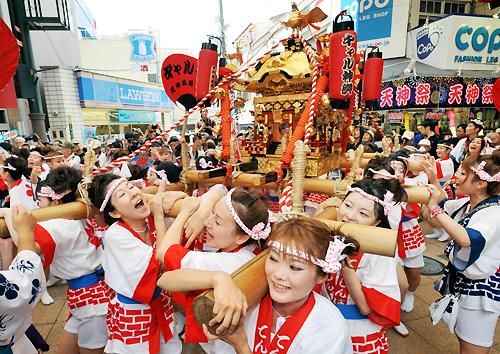 Фестиваль тэндзин tenjin в осаке 23 07 2009
