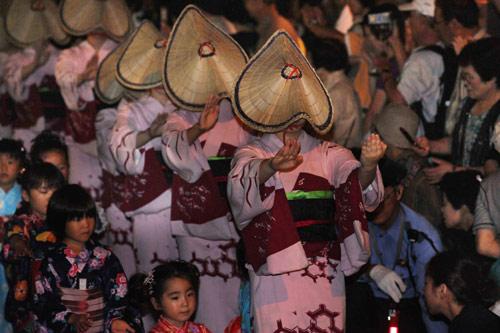 Танцевальный фестиваль Бон Одори (Bon Odori) в Тояме. 1.09.2008.
