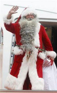Только что приехавший в Японию Санта Клаус. Аэропорт Нарита, 22-е ноября 2009 г.