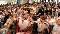 Праздничную церемонию в Токийском Диснейленде посетили около 1100 молодых людей и девушек