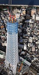 Токийское небесное древо в процессе строительства