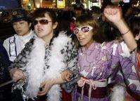 Хостесс протестуют против условий труда. Кабуки-тё, Синдзюку, Токио. 26-е марта 2010 г.