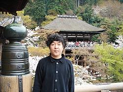 Автор статьи в храме Киёмидзудэра (Kiyomizudera) в Киото во время цветения вишни