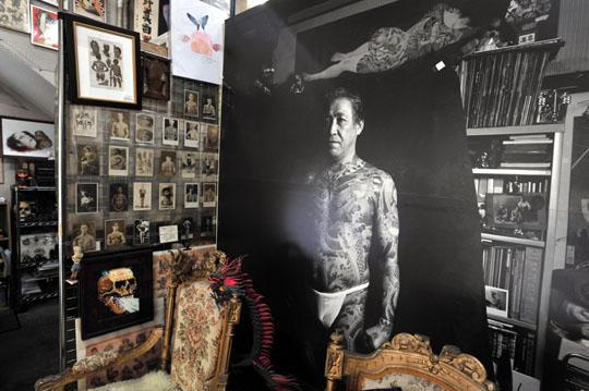 Автопортрет - большой портрет Хориёси III с татуировкой по всему телу входит в коллекцию изображений и других предметов, связанных с темой татуировок, в его музее в Иокогаме