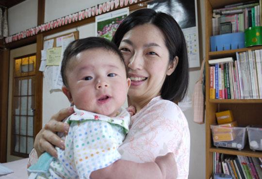 История японской матери и ее сына, порно, видео Онлайн