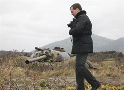 Президент РФ Дмитрий Медведев в ходе визита на Южные Курилы. 1-е ноября 2010 г.