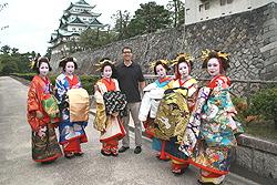 С ойран перед замком Нагоя