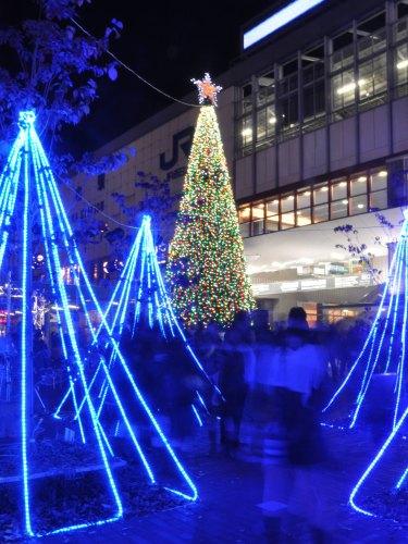 Иллюминация перед станцией JR Окаяма