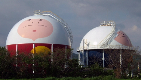 Разрисованные газохранилища в Японии