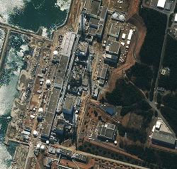Фукусима-1. Снимок со спутника, предоставленный DigitalGlobe. 17-е марта 2011 г.