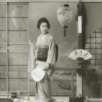 Больше всех голосов получила гейша Тамагику 玉菊. Девушка принадлежала к дому Тамагава-я квартала Синбаси и на момент съемки ей было 17 лет