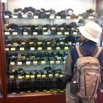 В магазине подержанных фотоаппаратов в Эбису