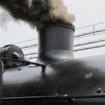 Из трубы C61-20 валит густой чёрный дым