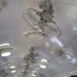 Под потолком вагона размещены вентиляторы в старом стиле