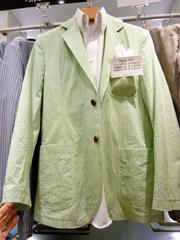 В универмаге Matsuya, расположенном в районе Токио Гиндза, хитом продаж стал пиджак, сделанный из очень легкого материала, аналогичного ткани для изготовления рубашек