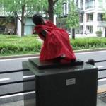 japan_midosuji_red_cloth_04