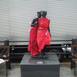 japan_midosuji_red_cloth_05