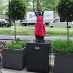 japan_midosuji_red_cloth_09
