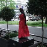 japan_midosuji_red_cloth_11