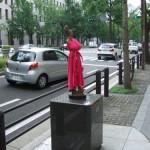 japan_midosuji_red_cloth_13