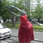 japan_midosuji_red_cloth_17